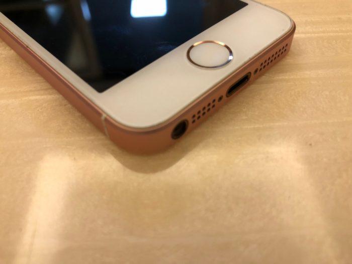 昨年の【iPhone 7】シリーズと同様、【iPhone X】と【iPhone 8】シリーズの本体は、3.5mmイヤホンジャック が廃止されてしまっています。もしBluetoothイヤホンや